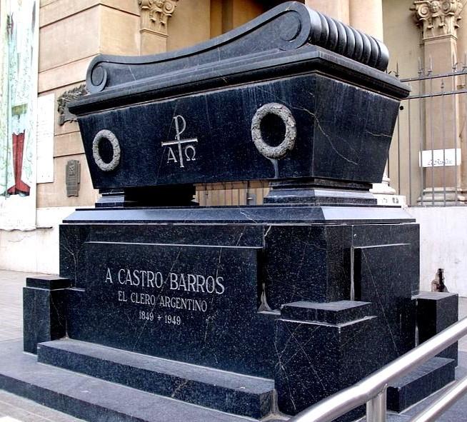 tumba-castro-barros-la-rioja-atrio-de-la-iglesia-catedral